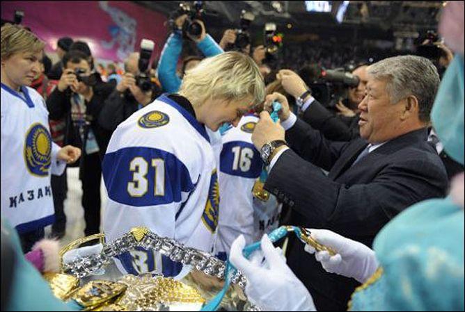 Женская сборная Казахстана по хоккею — победитель зимних Азиатских игр-2011.