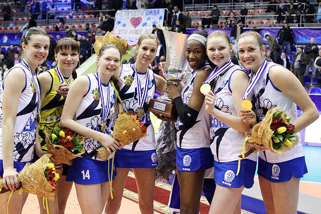 Яна Щербань (крайняя слева) стала победительницей Кубка Вызова в составе краснодарского «Динамо»