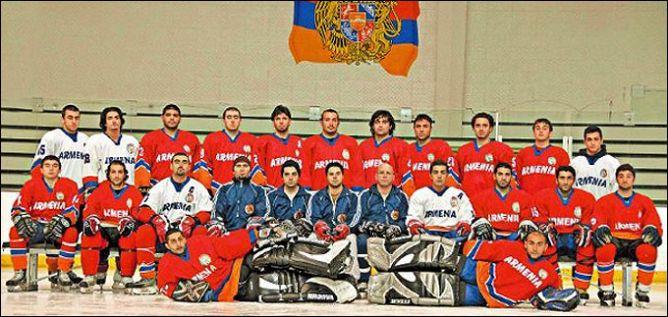 """Найти фотографию армянских чемпионов нам, к сожалению, так и не удалось. Есть только сборная Армении, на 2/3 состоящая из игроков """"Урарту""""."""