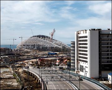 """В Сочи есть куда пойти в неигровые дни и на что посмотреть. Строительство арены """"Фишт"""""""