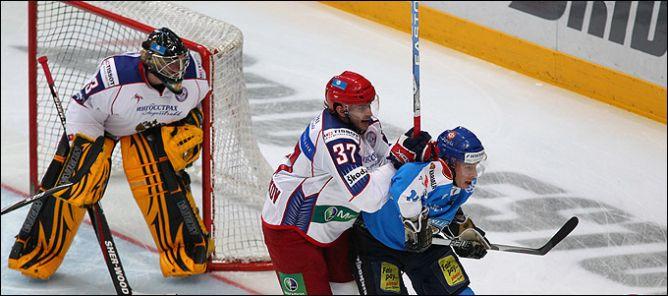 Денис Гребешков уже в главной команде страны.