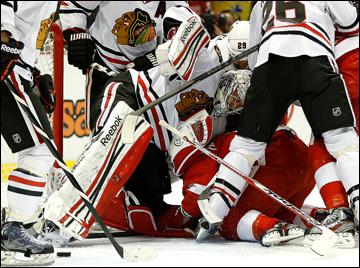 """23 мая 2013 года. Детройт. Плей-офф НХЛ. 1/4 финала. Матч № 4. """"Детройт"""" — """"Чикаго"""" — 2:0. Куча-мала у ворот Кори Кроуфорда"""