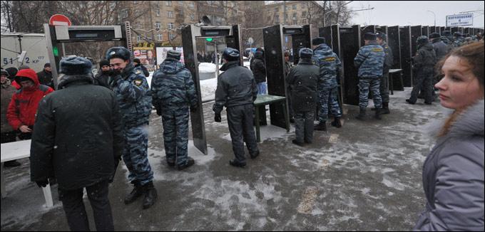 Полицейских кордонов на пути болельщиков будет предостаточно