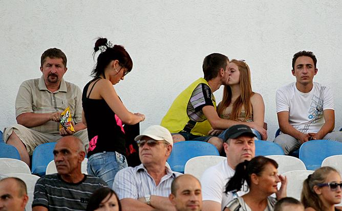 Поцелуй на трибуне