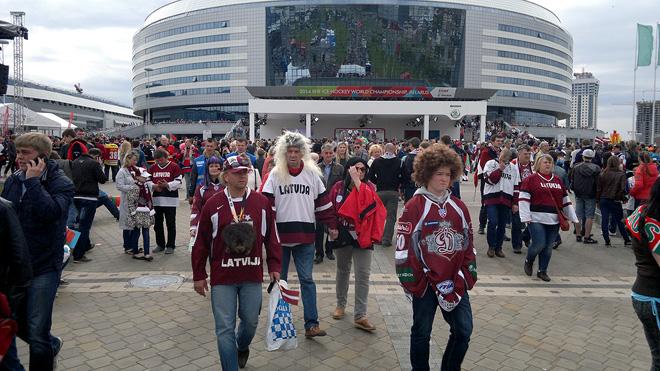 Растроенные латвийские болельщики после матча с Германией