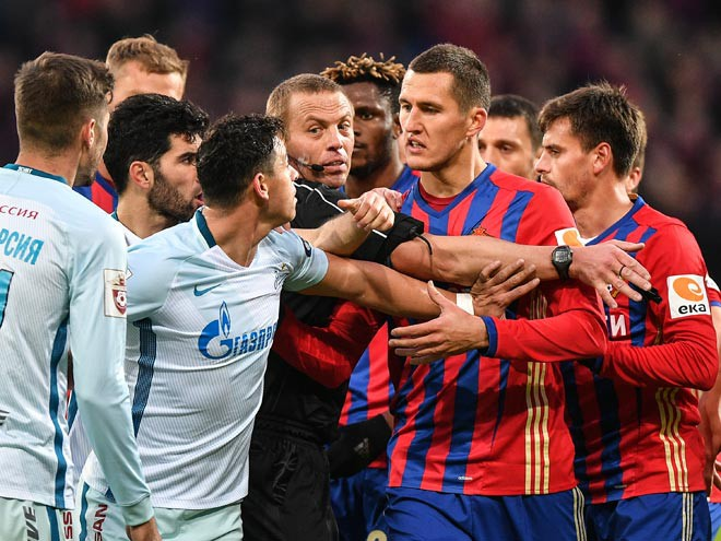 Виктор Васин в матче против «Зенита»