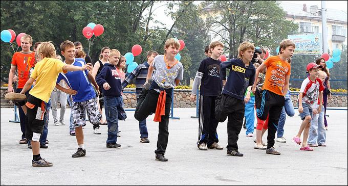 """Хоккеисты """"Сибири"""" провели зарядку для воспитанников детского дома"""