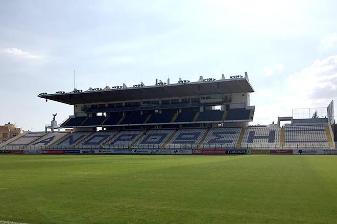 Так выглядит главный стадион города и одна из крупнейших арен на Кипре. Вместимость – 9000 зрителей
