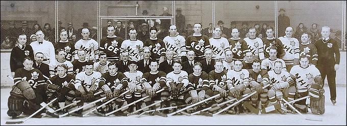 Чак Гардинер (первый справа)