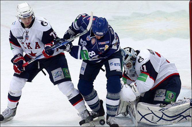 Сейчас Денис Гребешков — ведущий защитник СКА.