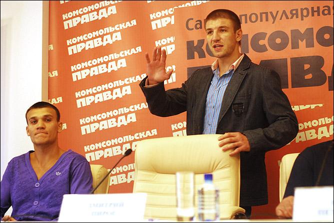Дмитрий прибыл на пресс-конференцию в отличном расположении духа и готовый к общению.