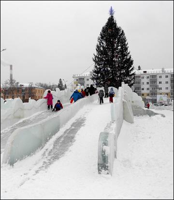 """Ледовый городок возле """"Уфа-Арены"""""""