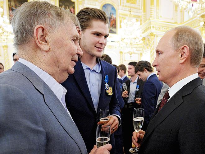 Виктор Тихонов-старший, Виктор Тихонов-младший и Владимир Путин