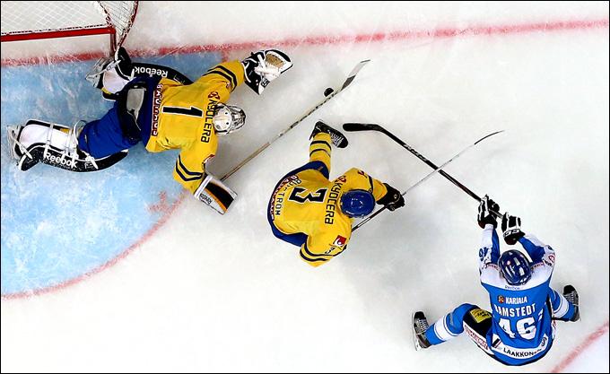 Юнас Энрот против сборной Финляндии
