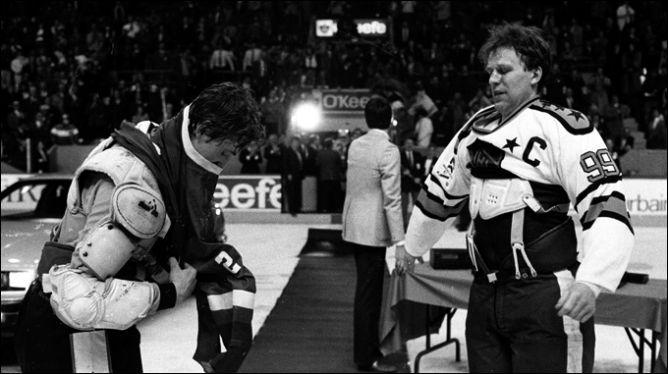 Рандеву-1987. После завершения второго матча капитаны поменялись свитерами.