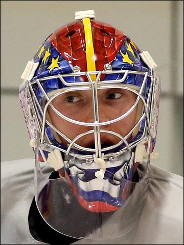 Сергей Бобровский и его шлем