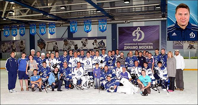 Команда вместе с болельщиками – в том числе и на льду.