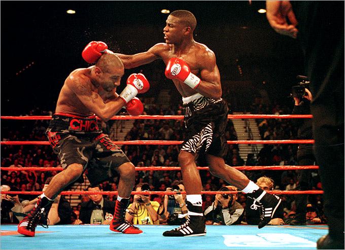 2001 год. Лас-Вегас (США). Поединок за титул WBC в первом лёгком весе. Соперник: Диего Корралес (США). Результат: победа ТКО 10.