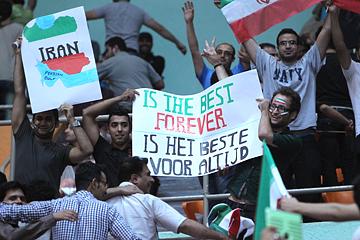 Иранские болельщики признаются в любви своей команде