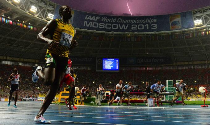 Усэйн Болт и молния после забега на 100 метров