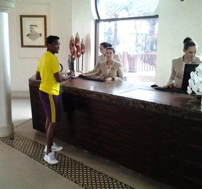 Самуэль Это`О в отеле в Дубае