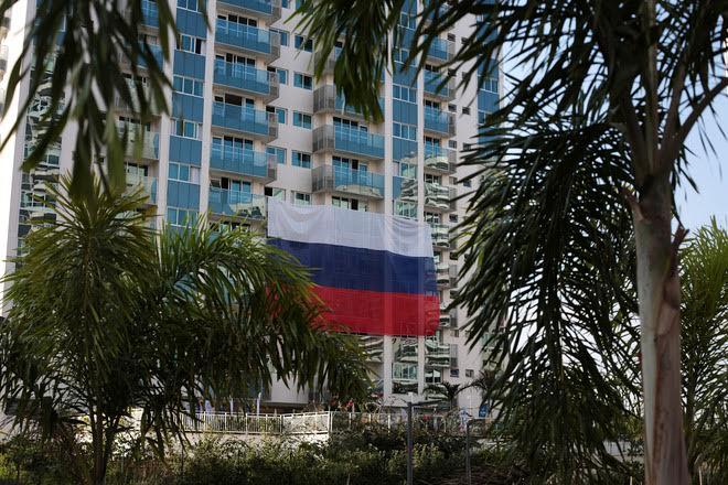 Российский флаг в Олимпийской деревне