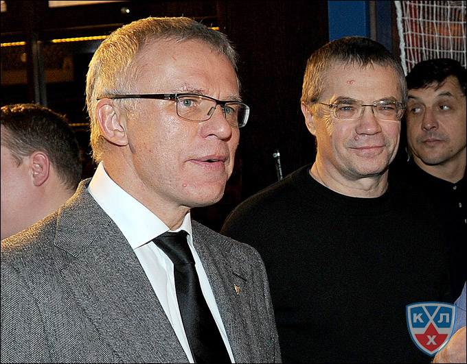 Вячеслав Фетисов и Александр Медведев на открытии спорт-бара в Риге