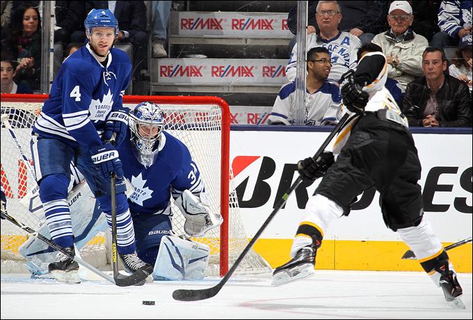 """8 мая 2013 года. Торонто. Плей-офф НХЛ. 1/8 финала. Матч № 4. """"Торонто"""" — """"Бостон"""" — 3:4 (ОТ). Сейчас """"Бостон"""" одержит третью победу в серии"""