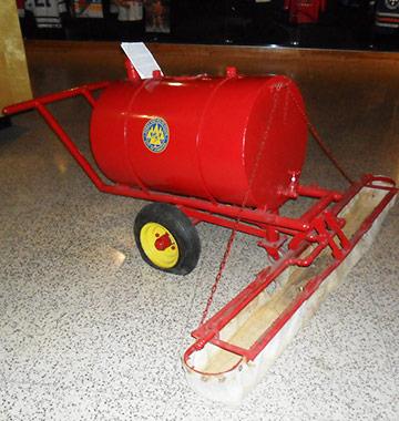 Американский изобретатель итальянского происхождения Фрэнк Замбони в 1949 году совершил настоящую революцию, создав машину по восстановлению льда