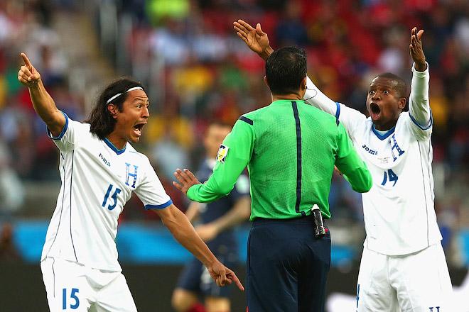 Игроки сборной Гондураса оспаривали решение компьютера