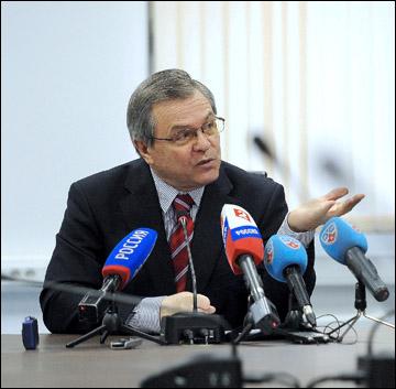 11 апреля 2012 года. Вице-президент КХЛ Владимир Шалаев