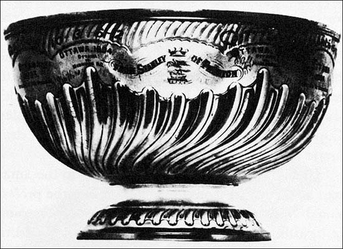 История Кубка Стэнли. Первая из известных фотографий Кубка Стэнли. Датирована 1903-м годом.