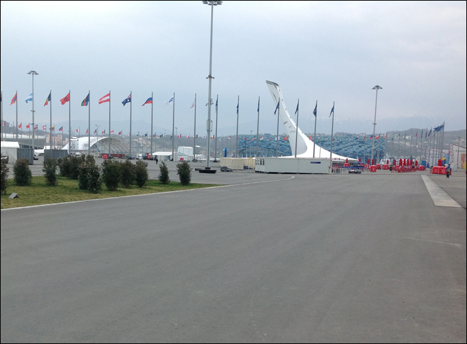 Олимпийский парк, 15:00. Всего три дня назад в это время и в этом месте оказалась бы не меньше 1000 человек.