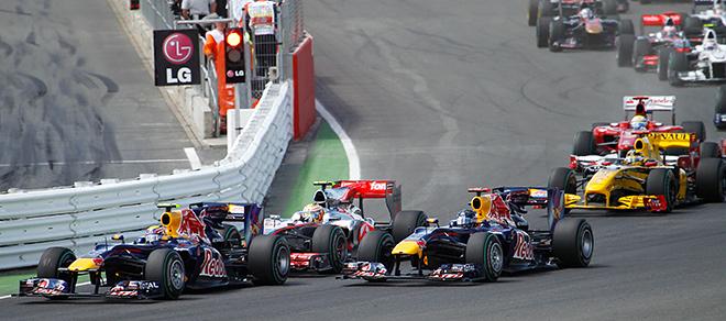 Уэббер и Феттель на старте Гран-при Великобритании