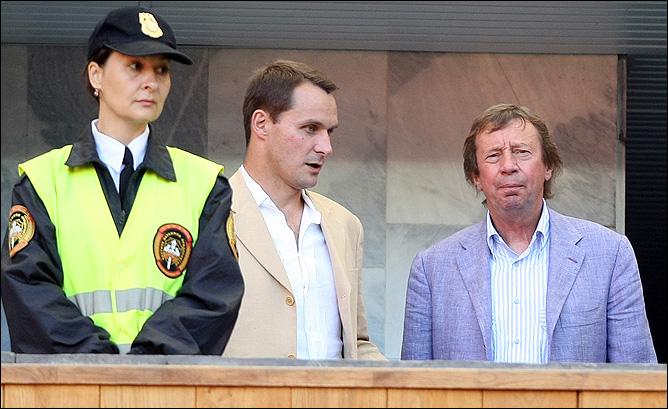 Тренер Андрей Кобелев в компании с коллегой по цеху Юрием Семиным.