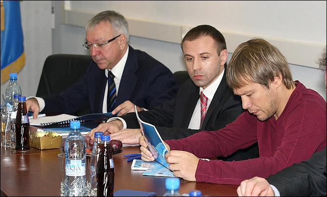 Рабочие будни спортивного директора Попова.