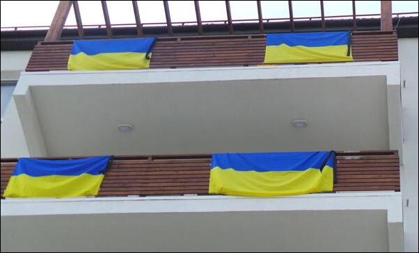 Украинские флаги в Олимпийской деревне. Источник — noc-ukr.org