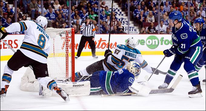 """3 мая 2013 года. Ванкувер. Плей-офф НХЛ. 1/8 финала. Матч № 2. """"Ванкувер"""" — """"Сан-Хосе"""" — 2:3 (ОТ)"""