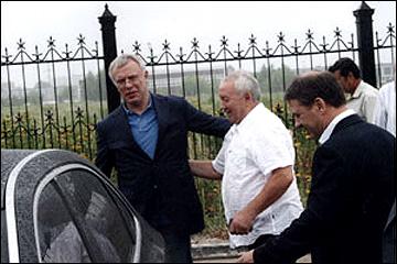 Виктор Губернаторов (справа) с Вячеславом Фетисовым