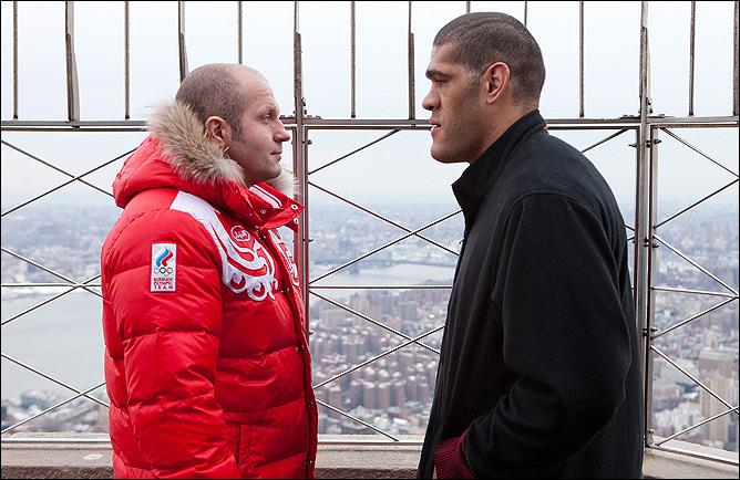 Силва почти на 16 кг тяжелее Фёдора. На взвешивании бразилец показал вес 119, 7 кг, в то время, как россиянин потянул всего на 104,3 кг.