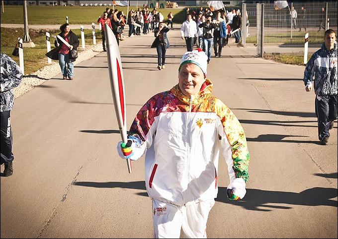 Маркус Озегович принимает участие в эстафете олимпийского огня