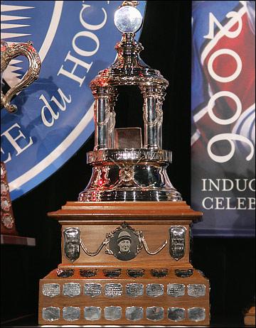 """""""Везина трофи"""" — награда, ежегодно вручаемая лучшему голкиперу """"регулярки"""""""