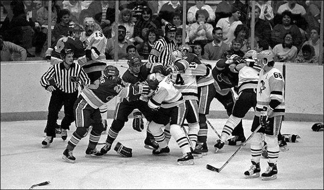 """Фрагменты сезона. 22 февраля 1988 года. """"Питтсбург"""" — """"Сент-Луис"""". Такие схватки вспыхивали на льду, если кто-то пытался задеть Марио Лемье."""
