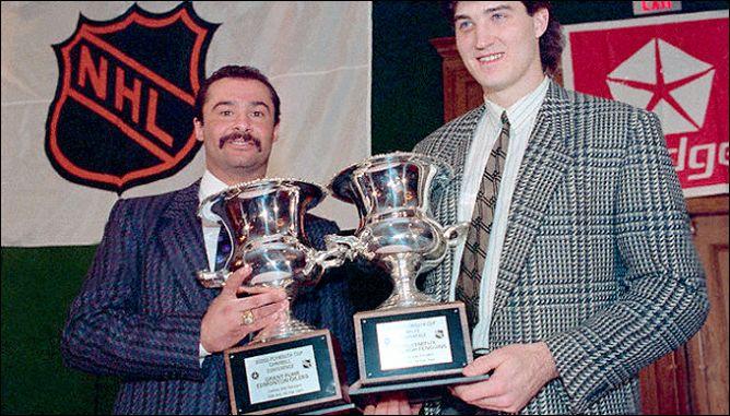 """Фрагменты сезона. 9 февраля 1988 года. Лучшие игроки Матча """"Всех Звезд"""" НХЛ Грант Фюр (слева) и Марио Лемье."""