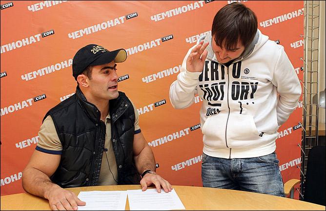 Чахкиев выбрал наиболее понравившиеся ему вопросы. Трое авторов (bestofthebest, bunyodkor и dav) получат ценный приз — футболку с автографом боксёра.