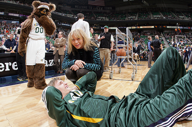 Мария Лопатова и Андрей Кириленко перед одним из матчей регулярного сезона НБА