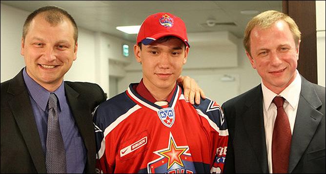 Алексей Дементьев (слева)