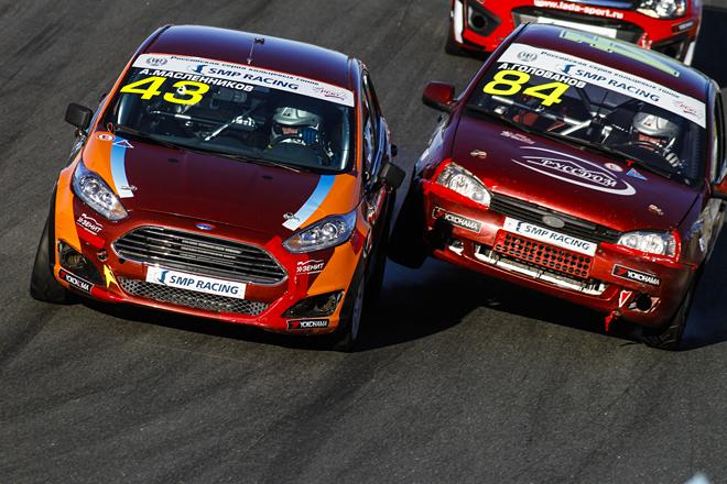 Андрей Масленников (№ 49) выступает на двух Ford Fiesta в двух разных классах – и в обоих в минувшие выходные поднимался на подиум