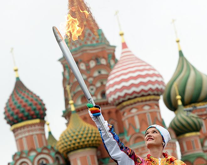 Ровно год назад в Москве на Васильевском спуске стартовала эстафета олимпийского огня в Сочи