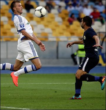С мячом Андрей Ярмоленко